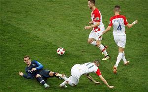 """Dân mạng """"tố"""" trọng tài Pitana giúp ĐT Pháp vô địch FIFA World Cup™ 2018"""