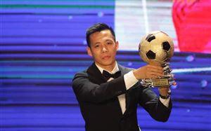 Văn Quyết nói gì khi lần đầu tiên giành Quả bóng Vàng Việt Nam