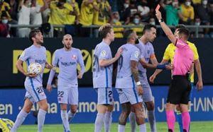 Nhận 2 thẻ đỏ, Barca hòa trận thứ 2 liên tiếp ở La Liga