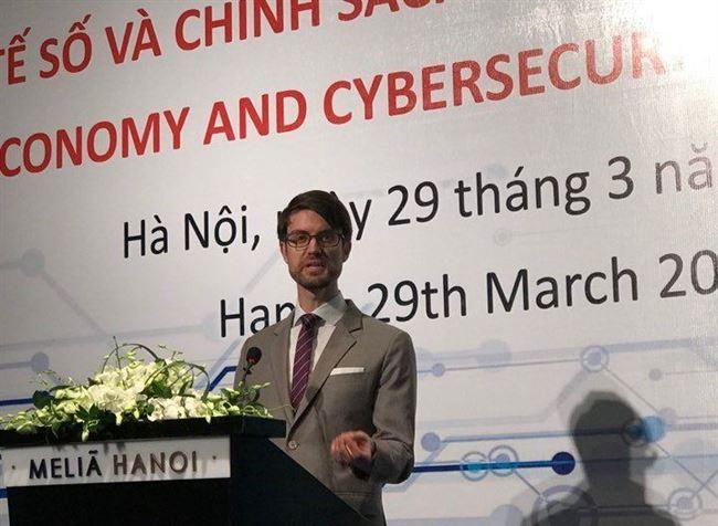 Giám đốc an ninh mạng Facebook chia sẻ cách bảo vệ người dùng Việt Nam