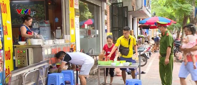 Hà Nội ngày đầu thực hiện quy định đóng cửa hàng quán vỉa hè
