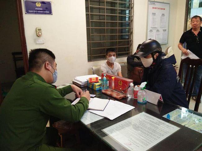 Hà Nội xử phạt nhiều trường hợp không đeo khẩu trang khi ra đường