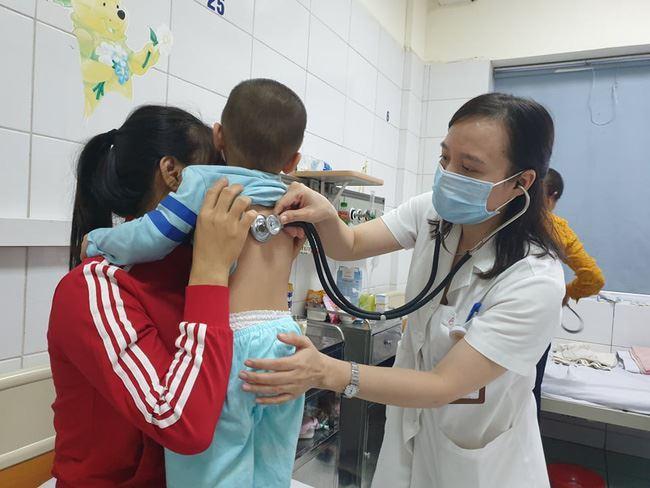 Cảnh báo nguy hiểm từ thói quen tự chữa các bệnh hô hấp cho trẻ em tại nhà