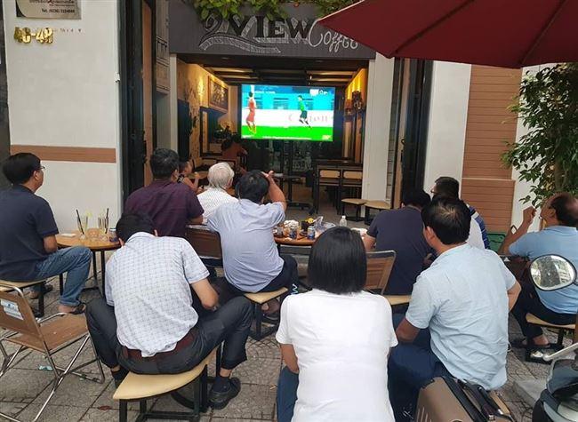 """Dân mạng oán trách VTV khi phải xem U23 Việt Nam như """"kẻ trộm"""""""
