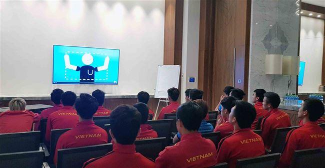 Thầy Park nhắc nhở học trò nắm vững quy định về công nghệ VAR